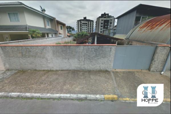 Terreno com edificação em Joinville - SC.